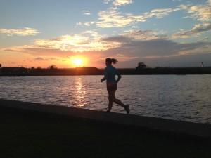 Training bij zonsondergang